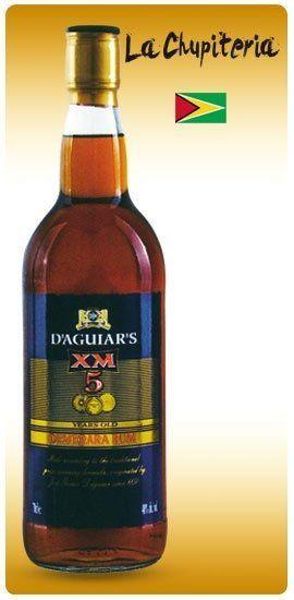 una bottiglia di rum  D'Aguiar's