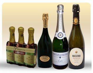 delle bottiglie di champagne piccole e grandi