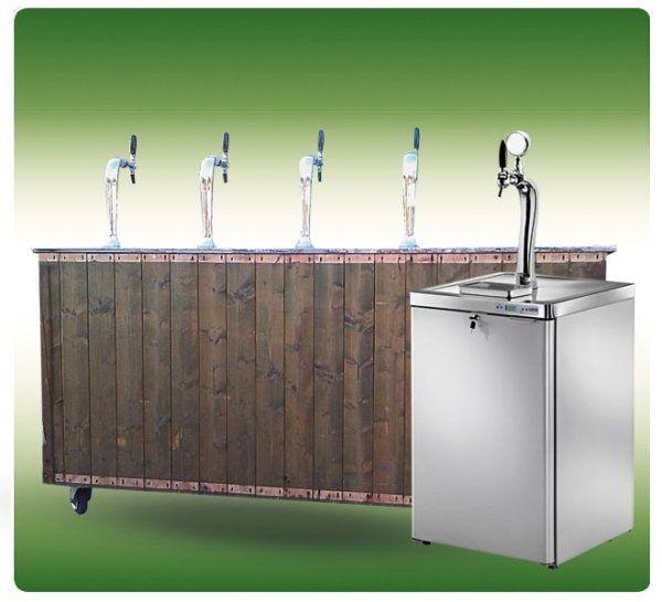 un bancone di legno con dei rubinetti
