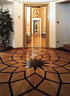 un pavimento con una stella di color nero al centro e di colore arancione