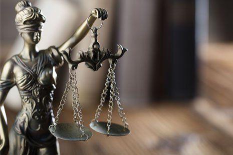 statua simbolo della giustizia