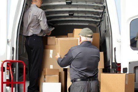 Ponendo le casse all'interno di un furgon