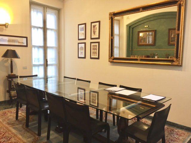 tavolo da conferenze in vetro