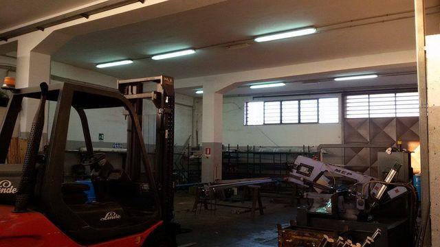 laboratorio meccanico e carrello elevatore