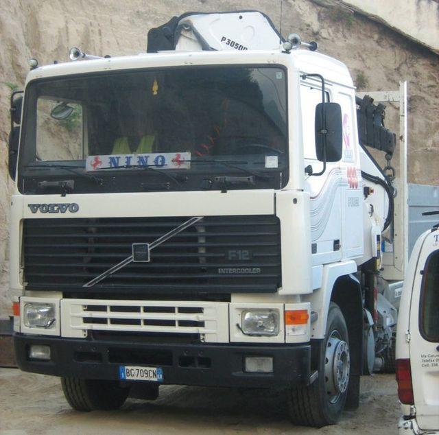 parte anteriore di un camion VOLVO