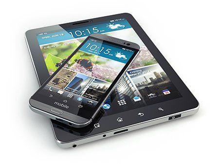 Smartphone e tablet pc su sfondo bianco isolato