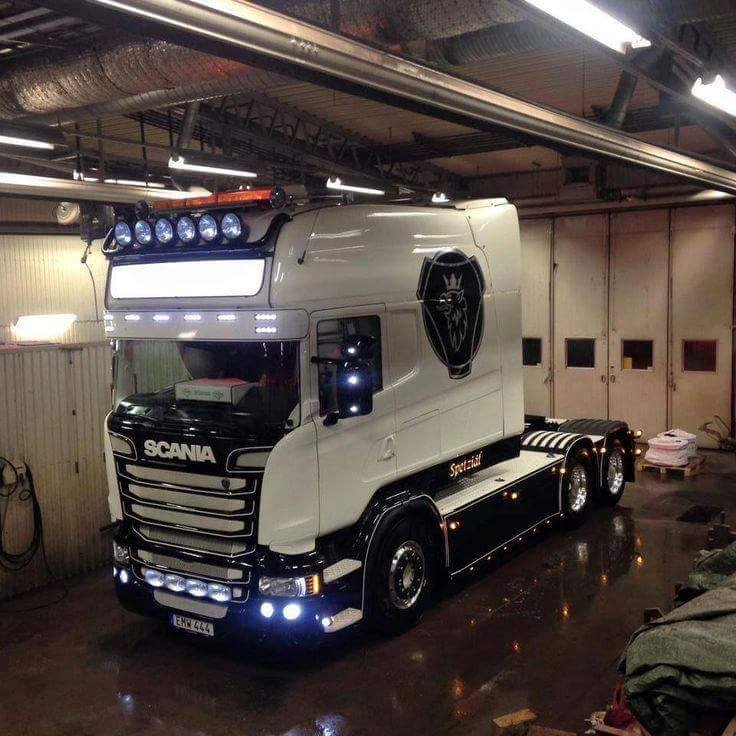 On a lighter note enjoy this Scania Longline