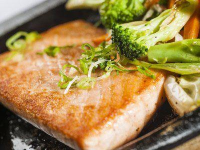 Piatto giapponese di salmone grigliato a Rovigo