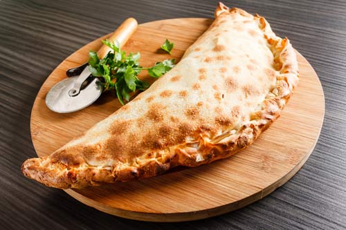 Pizza calzone presso San Michele Food and Drink a Ottaviano (NA)