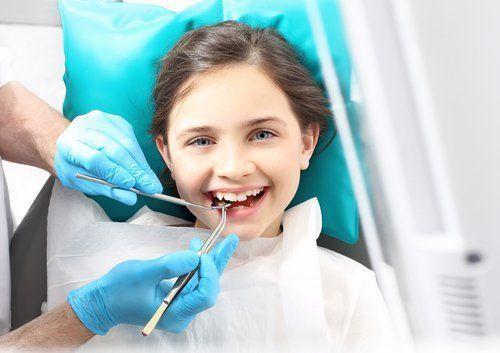 visita dentistica a bambina