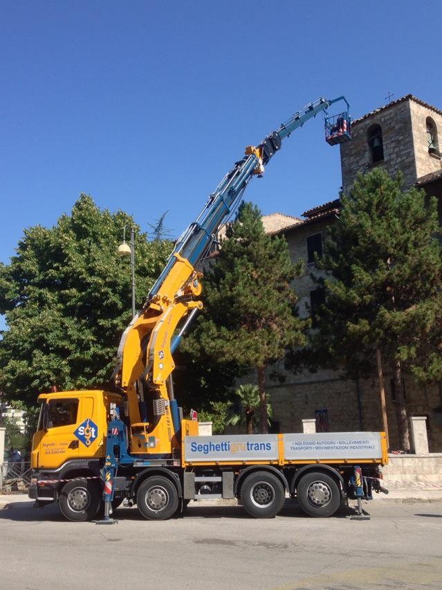 Noleggio mezzi per carichi pesanti ad Ascoli Piceno