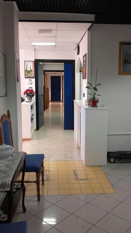 Vista dell'interno della residenza,colore bianco,pulita,piante...