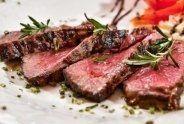 carne crudo con verdure
