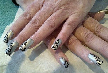Nails with leopard print pattern