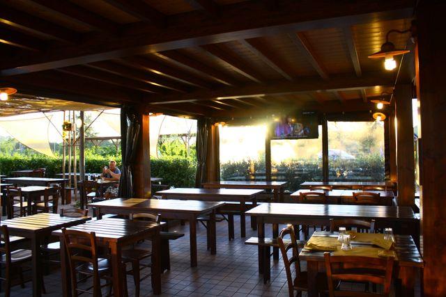 Veranda di Norcineria La Centrale del Gusto a Urbisaglia (MC)