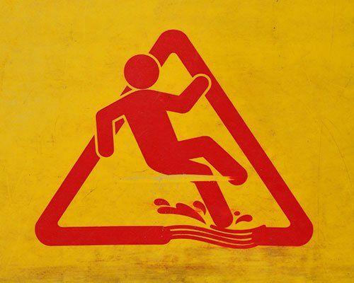Cartello di pericolo scivolamento per pavimento bagnato