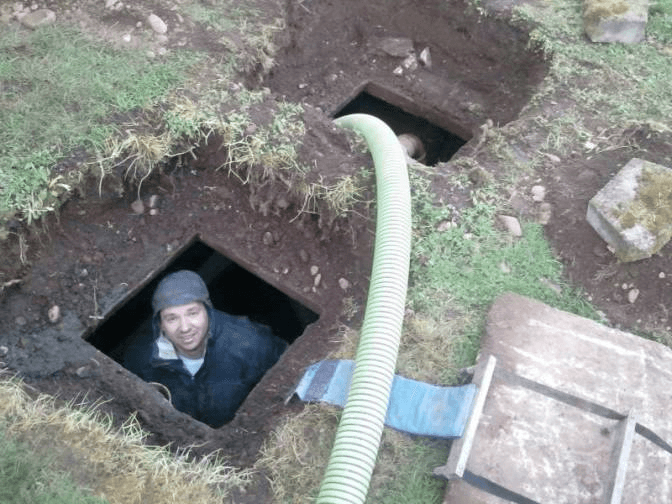worker go to work in the sewer