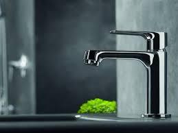 primo piano di un rubinetto