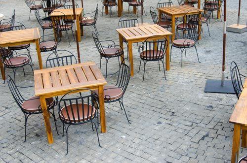 Tavolini su pavimentazione in calcestruzzo presso New Edil a Caserta