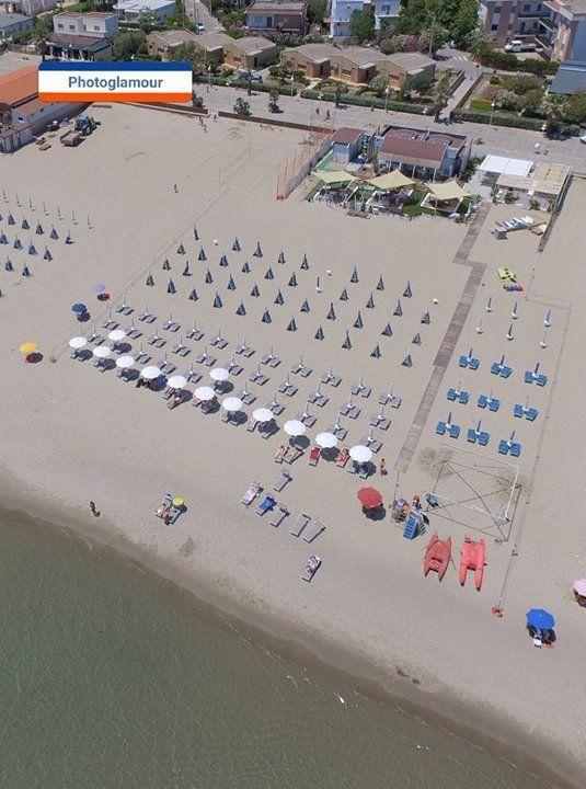 stabilimenti balneari sulla spiaggia