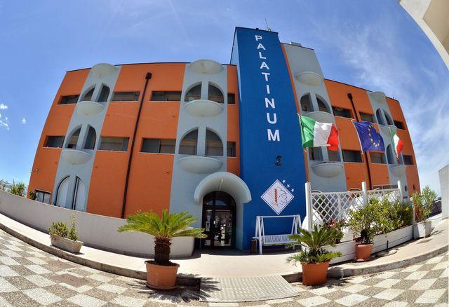 vista frontale di Hotel Palatinum