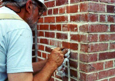 Man tuckpointing brick in Cincinnati, Ohio