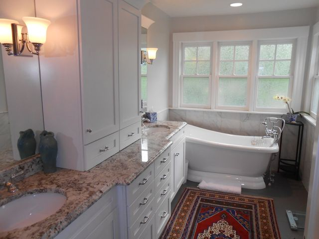 Image of a tub in a premiere basement