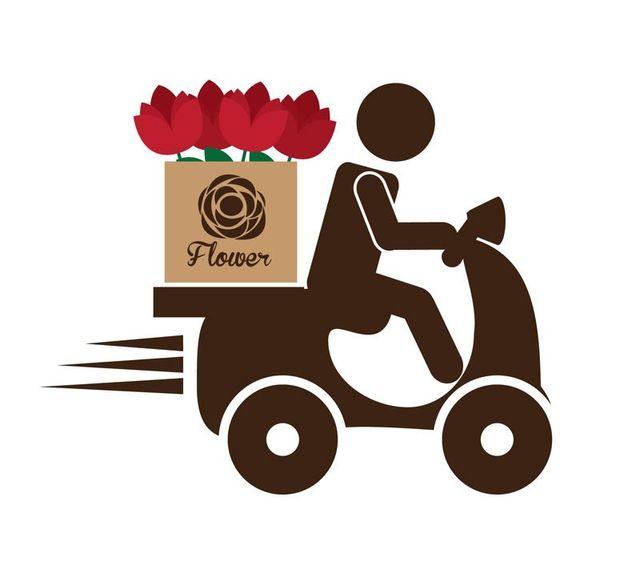 Un immagine di un uomo con motorino che consegna fiori rossi a domicilio