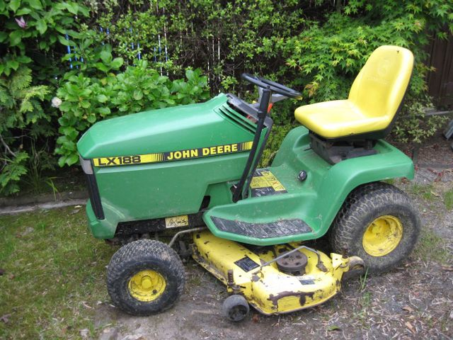 Ride on lawn mower in Auckland