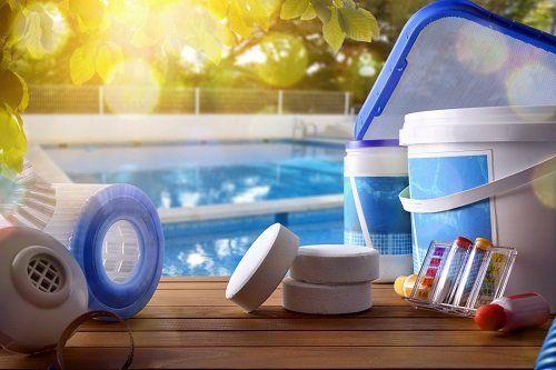 materiali per la manutenzione di piscine