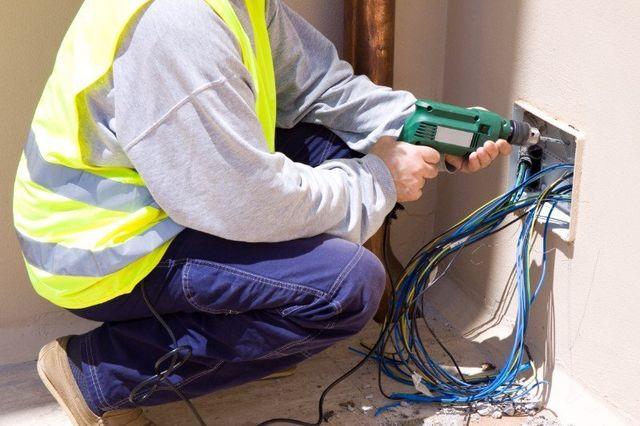 Realizzando la nuova sistemazione elettrica