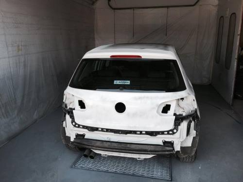 Auto prima di essere riparato. La parte posteriore questa danneggiata