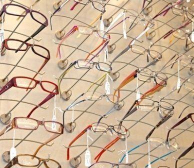 occhiali da vista in esposizione