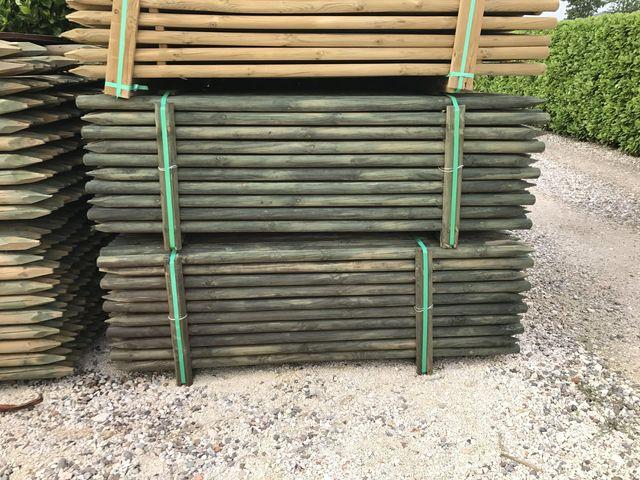 Pali di legno impregnato