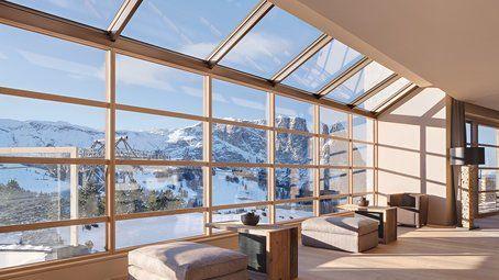 veduta di una casa su montagne innevate