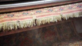 un tappeto con le frange