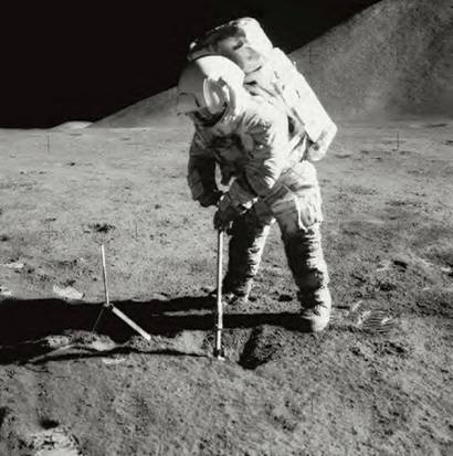 Exploring the Moon with Apollo samples