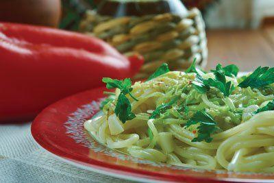 Piatto di spaghetti sul tavolo a Sansepolcro
