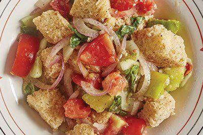 insalatone fresco di cipolle, verdure e pomodoro a Sansepolcro