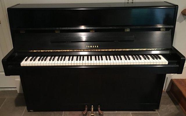Yamaha Piano - Ebony