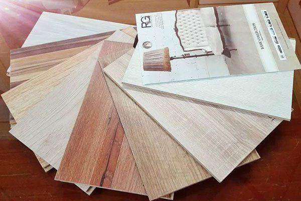 Campionatura di prodotti finiti in legno per coprire i pavimenti