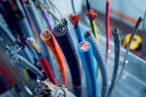 dei cavi elettrici colorati
