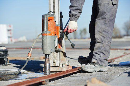 operaio durante un lavoro al suolo