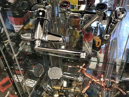 rubinetteria e materiale idraulico in esposizione