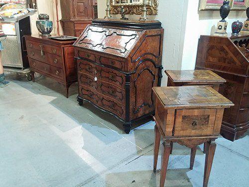 mobili d'antiquariato