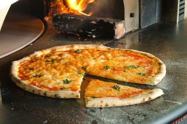 Pizza rossa di formaggio