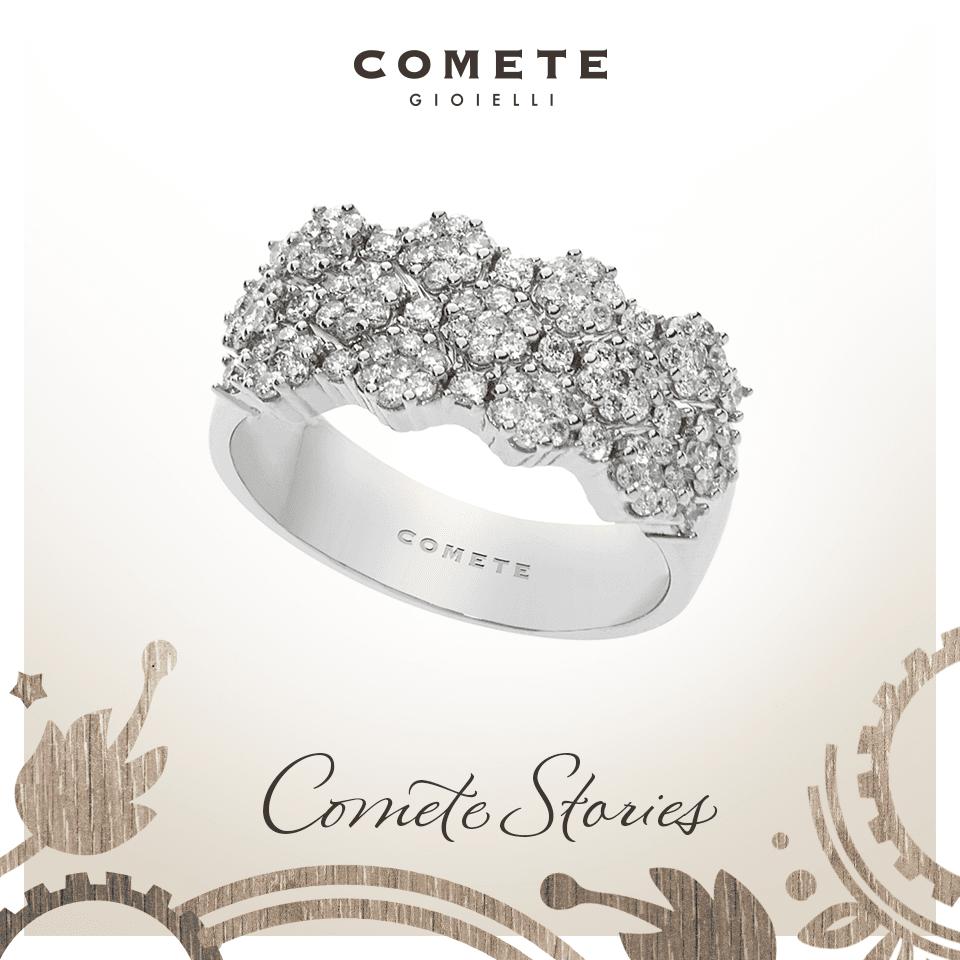 un anello d'argento con una pietra