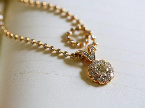 collana di oro e brillanti