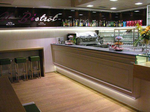 altro angolo del negozio, macchina del caffè bar di Al Bistrot