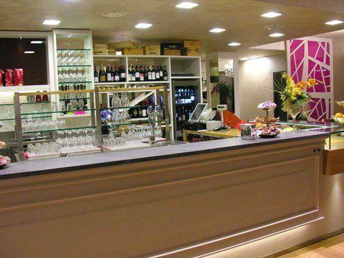 interno del negozio, bancone del bar di Al Bistrot